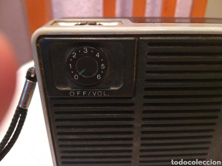 Radios antiguas: RADIO TRANSISTOR PHILIPS, AÑOS 60 o 70 - Foto 6 - 129481991