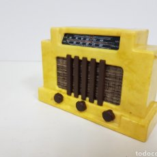 Radios antiguas: MINIATURA DE RADIO RÉPLICA ANTIGUA AÑOS 30 MEDIDAS 14 X 5 CM. Lote 131259551