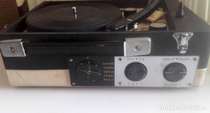 Radios antiguas: MALETIN RADIO TOCADISCOS CROWN STP.35R - Foto 2 - 131624174