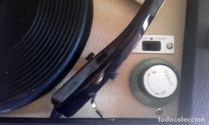 Radios antiguas: MALETIN RADIO TOCADISCOS CROWN STP.35R - Foto 4 - 131624174