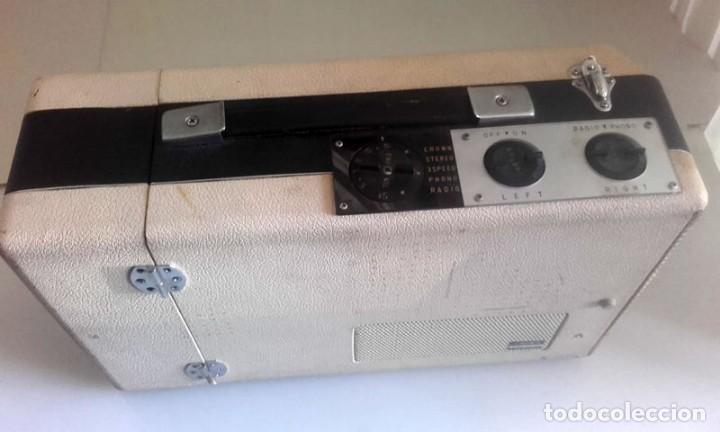 Radios antiguas: MALETIN RADIO TOCADISCOS CROWN STP.35R - Foto 9 - 131624174