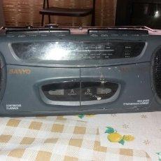 Radios antiguas: ANTIGUA RADIOCASSET MARCA SANYO FUNCIONANDO. Lote 132718934