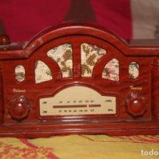 Radios antiguas: RADIO PORTATIL MODERNA. Lote 132841134