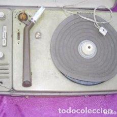 Radios antiguas: TOCADISCOS PORTÁTIL PHILIPS L 410 VINTAGE - AÑOS 6015/33/78 REVOLUCIONES. Lote 132979714