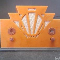 Radios antiguas: PEQUEÑA RADIO PLASTICO SIMULANDO ANTIGUA FUNCIONA A PILAS - CAR55. Lote 134094719