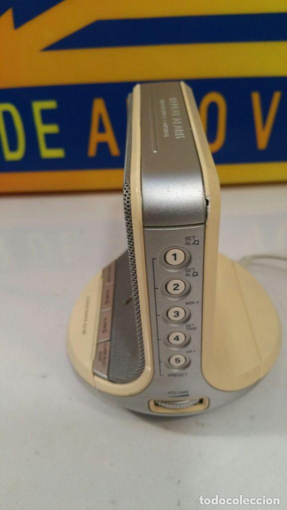 Radios antiguas: RADIO DESPERTADOR PHILIPS CLOCK AJ100 - FUNCIONANDO - Foto 2 - 135143714