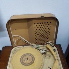Radios antiguas: TOCADISCOS EDEN S22 AÑOS 40 VINTAGE. Lote 135655479