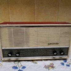 Radios antiguas: RADIO ANTIGUO MARCA PHILIPS. Lote 137332810