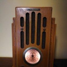 Radios antiguas: REPRODUCCIÓN RADIO DE CAPILLA. MADERA. FUNCIONANDO PERFECTAMENTE.. Lote 137417560