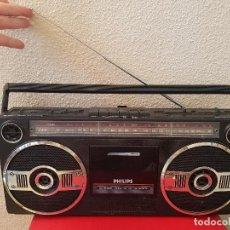 Radios antiguas: ANTIGUO RADIO CASSETTE CASETE BOOMBOX PHILIPS 8052 D DECORACION AÑOS 80 TAPE. Lote 137647186