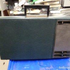 Radios antiguas: TOCADISCOS A PILAS PHILIPS. Lote 139046346