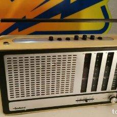 Radios antiguas: RADIO TRANSISTOR INTER EUROMODUL 150. FUNCIONA A 125V Y 220V. . Lote 139204278