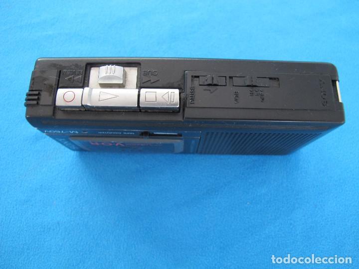 Radios antiguas: Minigrabadora Sony tipo periodista, años 80 - Foto 2 - 139879198
