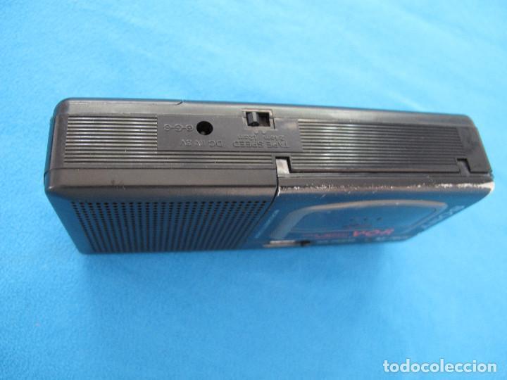Radios antiguas: Minigrabadora Sony tipo periodista, años 80 - Foto 4 - 139879198