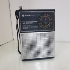 Radios antiguas: RADIO PORTATIL SANYO FM, AM SIN CABLE DE RED Y A PILAS. Lote 141180986