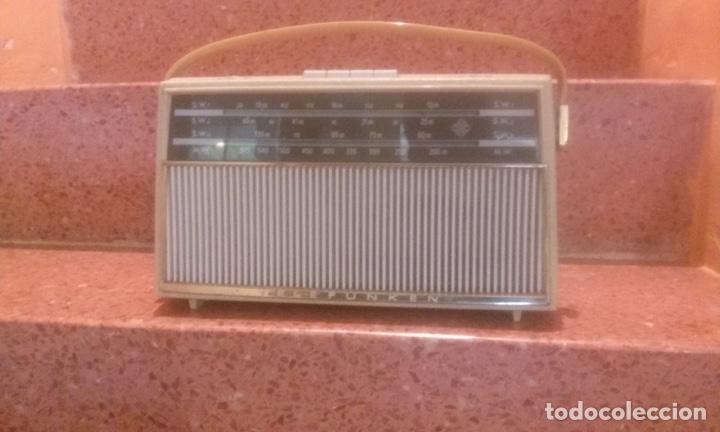 LOTE DE TRES RADIOS TRANSISTORES 60'S (Radios, Gramófonos, Grabadoras y Otros - Transistores, Pick-ups y Otros)