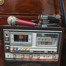 Radios antiguas: KARAOKE PRIMITIVO DE CARTUCHOS AÑOS 70 80 FUNCIONANDO CON 2 MICROS. Lote 141273110