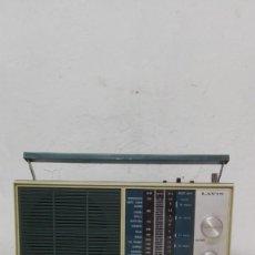 Radios antiguas: RADIO LAVIS, FUNCIONA CON PILAS.. Lote 141845658