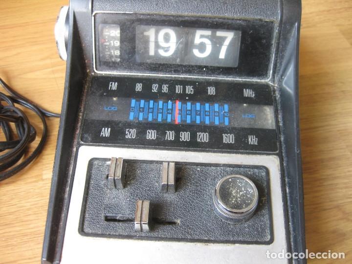 Radios antiguas: RADIO CON RELOJ DESPERTADOR - FLIP CLOCK - MADE IN HONG KONG - FALTA LIMPIEZA - Foto 4 - 142548866