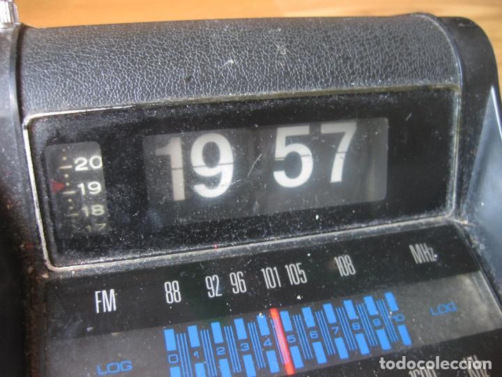 Radios antiguas: RADIO CON RELOJ DESPERTADOR - FLIP CLOCK - MADE IN HONG KONG - FALTA LIMPIEZA - Foto 5 - 142548866