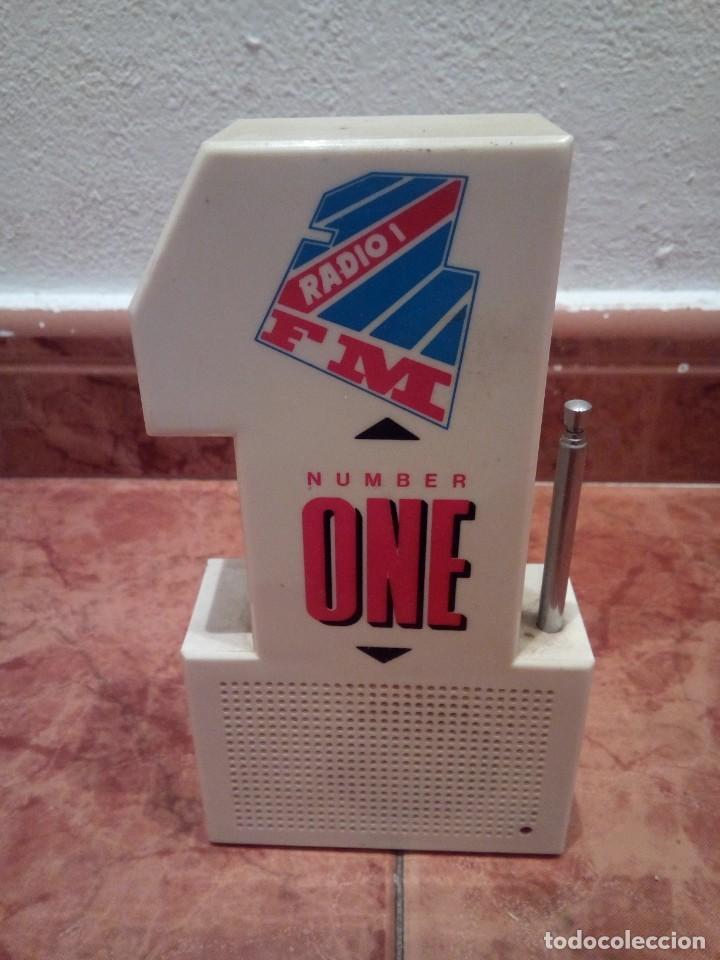 RADIO EN FORMA DE UN UNO (Radios, Gramófonos, Grabadoras y Otros - Transistores, Pick-ups y Otros)