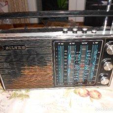 Radios antiguas: RADIO SILVER AC / BATTERY. Lote 143392018