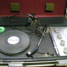 Radios antiguas: RADIO TOCADISCOS PORTATIL MALETIN. Lote 143932934