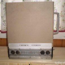 Radios antiguas: RADIO TOCADISCOS STEREO CROWN MALETA. Lote 144475594