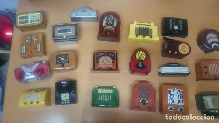 ESPECTACULAR LOTE DE 37 RADIOS EN MINIATURA. RADIOS DE ANTAÑO. TODOS LOS FASCÍCULOS. (Radios, Gramófonos, Grabadoras y Otros - Transistores, Pick-ups y Otros)