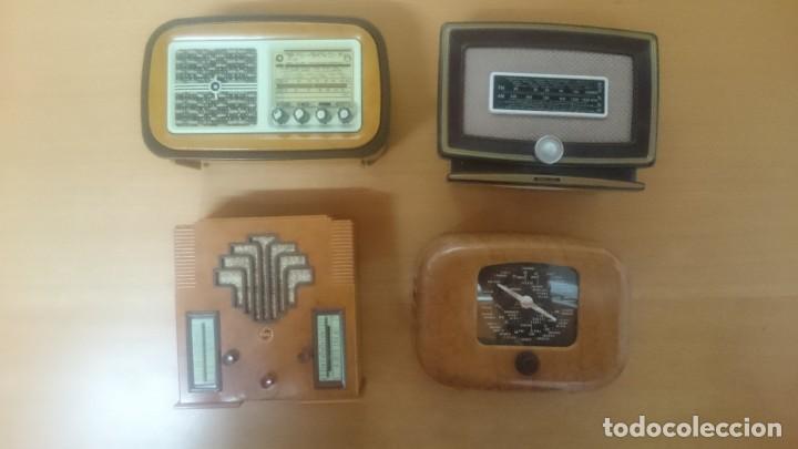Radios antiguas: ESPECTACULAR LOTE DE 37 RADIOS EN MINIATURA. RADIOS DE ANTAÑO. TODOS LOS FASCÍCULOS. - Foto 2 - 145261782
