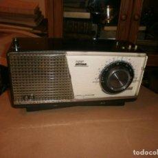 Radios Anciennes: ANTIGUA RADIO VANGUARD SUPER ATLAS 3 ONDAS FM OC OM FUNCIONANDO 220V. FALTAN BOTONES. Lote 145285834