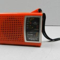 Radios antiguas: RADIO TRANSISTOR VINTAGE AÑOS 70-80 EXCELENTE OBJETO DE COLOECCION MARCA SANYO RP 1270 . Lote 146179450