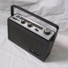 Radios antiguas: RADIO TRANSISTOR TOSHIBA SOLID STATE 11M-885F FUNCIONANDO. Lote 146304698