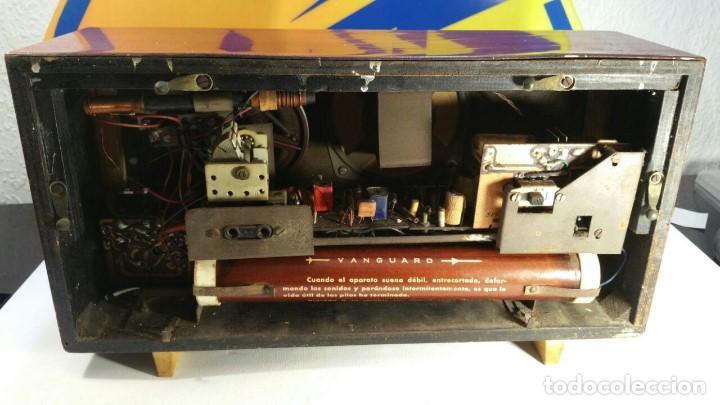Old radios: RADIO DE TRANSISTOR VANGUARD. MODELO TYROS 2 ONDAS MIXTO. FUNCIONA - Foto 2 - 146557190