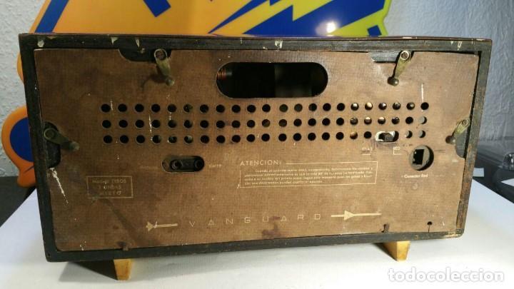 Old radios: RADIO DE TRANSISTOR VANGUARD. MODELO TYROS 2 ONDAS MIXTO. FUNCIONA - Foto 3 - 146557190