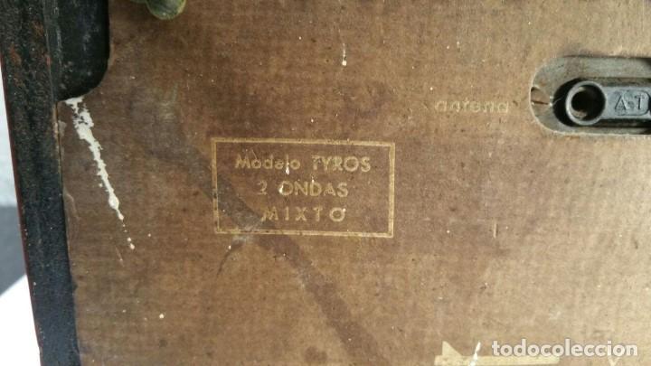 Old radios: RADIO DE TRANSISTOR VANGUARD. MODELO TYROS 2 ONDAS MIXTO. FUNCIONA - Foto 4 - 146557190