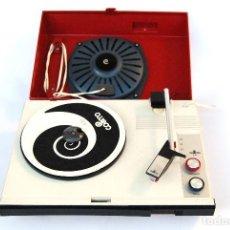 Radios antiguas: TOCADISCOS PICK-UP COSMO 650 ROJO Y BEIGE. Lote 147208802