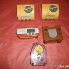 Radios antiguas: LOTE DE CINCO REPRODUCCIONES DE RADIOS ITALIANAS EN MINIATURA (FUNCIONANDO). Lote 147279894