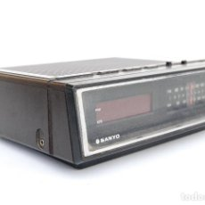 Radios antiguas: RADIO DESPERTADOR SANYO MODELO RM 5100. Lote 147330602