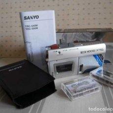 Radios antiguas: MICROCASSETTE RECORDER SANYO TRC-590M + 2 MINICASSETTES. Lote 147697558