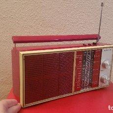 Radios antiguas: ANTIGUA RADIO TRANSISTOR VINTAGE LAVIS MADE SPAIN ROJO FUNCIONANDO 922 AÑOS 60 DECORACION. Lote 147770742