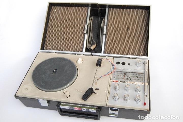 TOCADISCOS AIWA MALETA COLOR NEGRO P-184 STEREO (Radios, Gramófonos, Grabadoras y Otros - Transistores, Pick-ups y Otros)