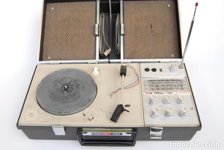 Radios antiguas: TOCADISCOS AIWA MALETA COLOR NEGRO P-184 STEREO - Foto 2 - 147892486