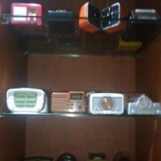 Radios antiguas: COLECCIÓN COMPLETA DE 50 RADIOS ANTIGUAS A ESCALA. FUNCIONANDO. Lote 148206054
