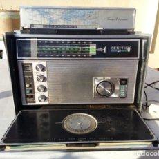 Radios antiguas: ESTACIÓN DE RADIO PORTATIL VINTAGE ZENITH. Lote 148595062