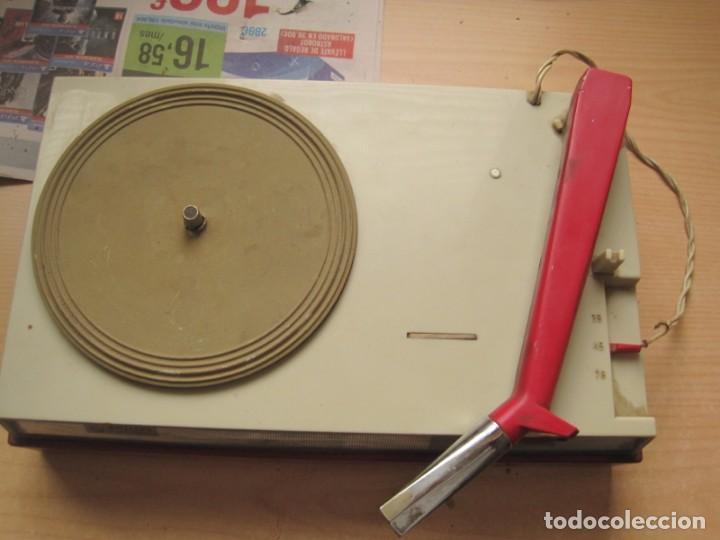 Radios antiguas: tocadiscos portatil a pilas philips - Foto 2 - 148905658
