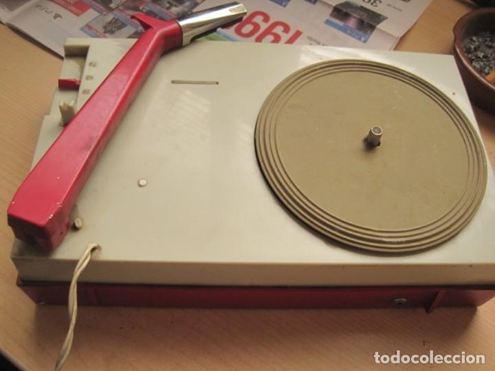 Radios antiguas: tocadiscos portatil a pilas philips - Foto 3 - 148905658