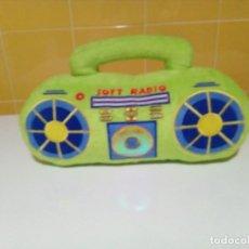 Radios antiguas: PELUCHE RADIO EN COLOR PISTACHO FUNCIONA. Lote 149727954