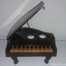 Radios antiguas: PRECIOSO PIANO DE COLA RADIO NEWTONE DIVERTIDO GADGET DE LOS 80'S VINTAGE CG. Lote 150559898