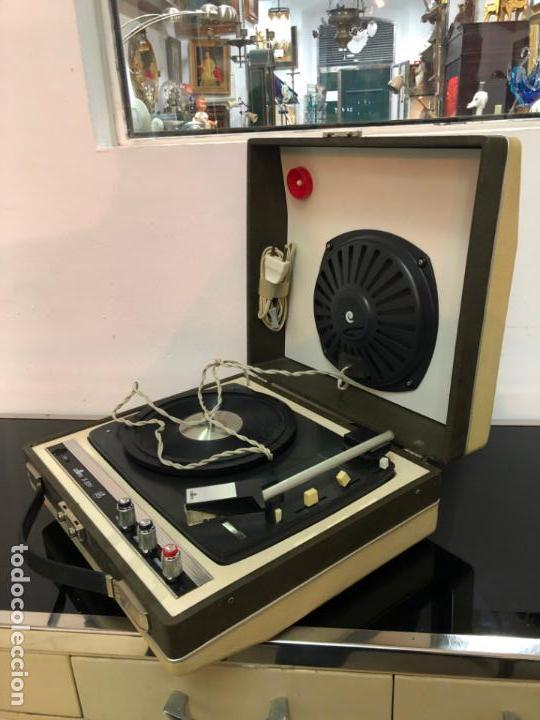 MALETIN PICK-UP AÑOS 70 - FUNCIONANDO Y MUY BUEN ESTADO (Radios, Gramófonos, Grabadoras y Otros - Transistores, Pick-ups y Otros)